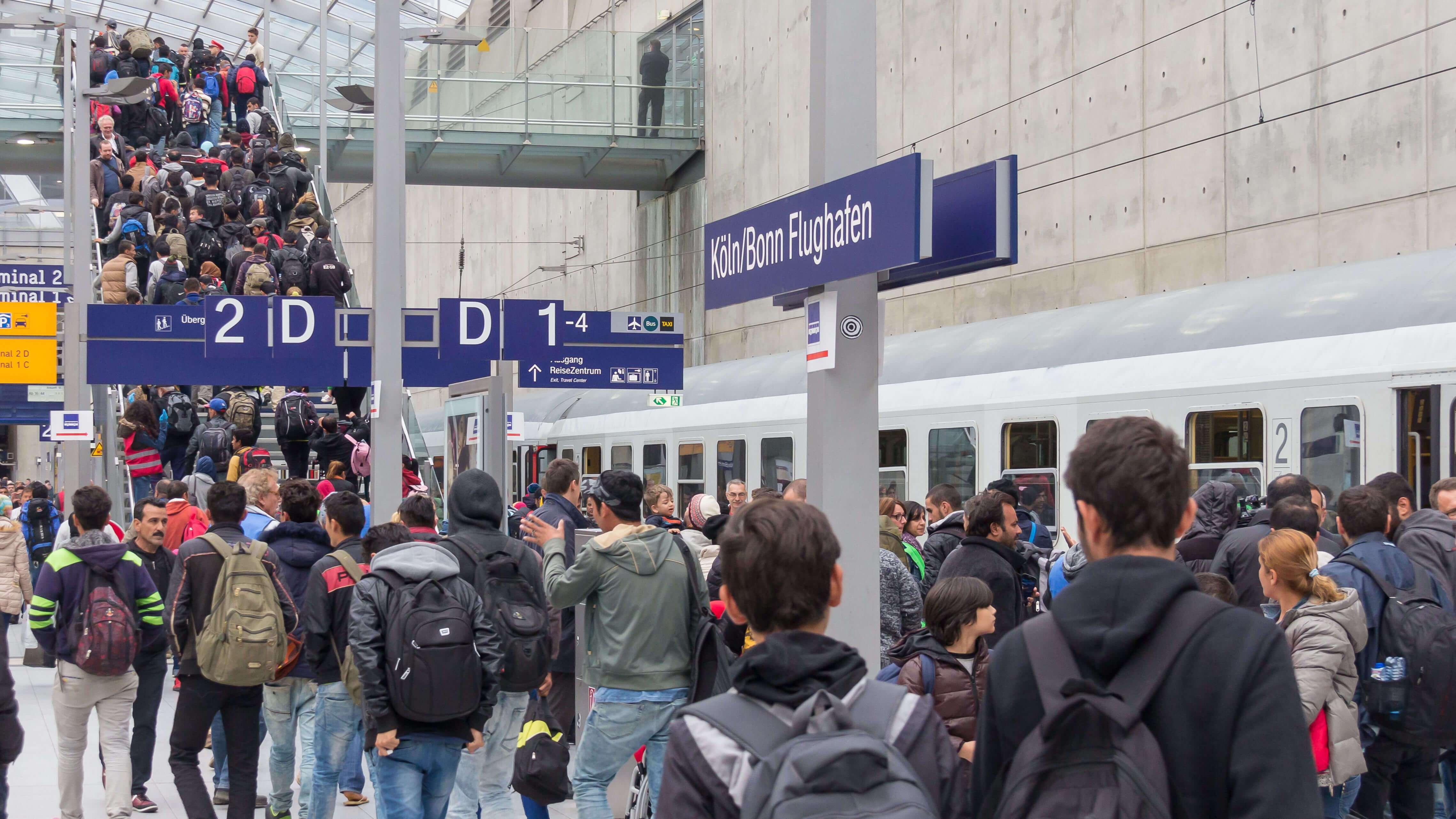 Drehscheibe Köln-Bonn Airport - Ankunft Flüchtlinge 5. Oktober 2015